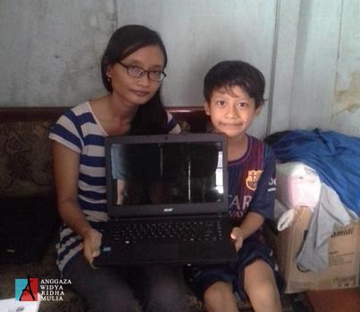 csr-pt-anggaza-widya-ridhamulia-sumbangan-laptop_t_Opt